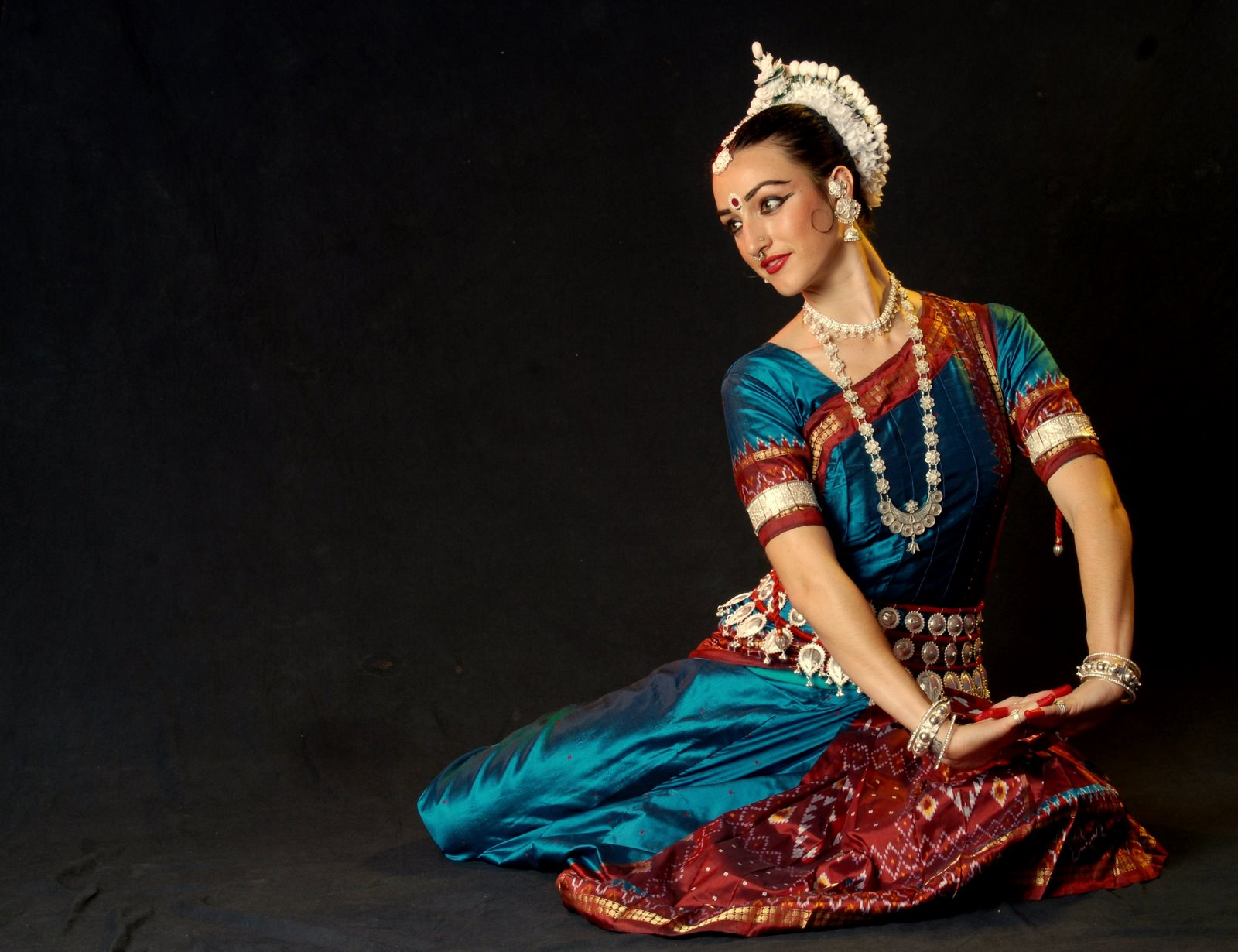 5 Cheering Indian Dance Forms To Blow Your Mind - Omagg